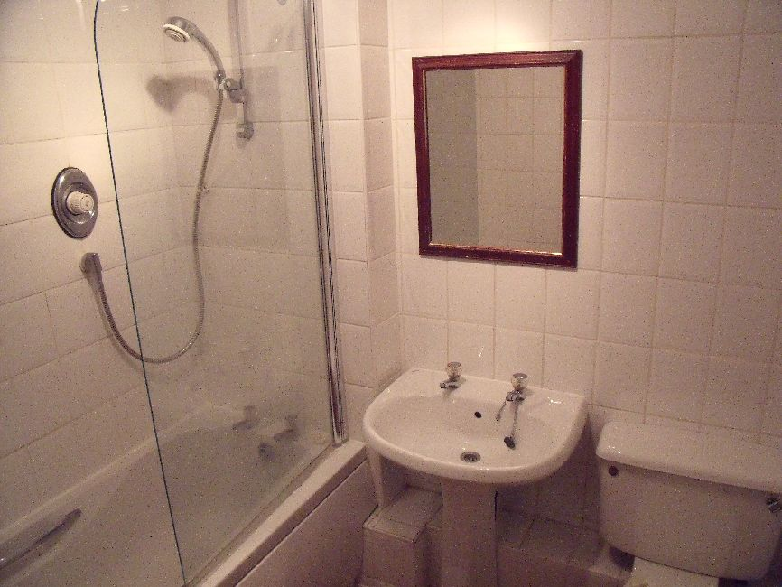 NAIRN STREET 0.2 30 BATHROOM